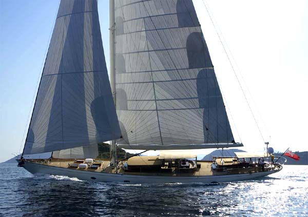 106 Sailing Yacht Dance Smartly